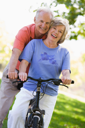 senior_couple_riding_bike